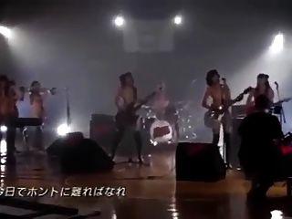 सुंदर जापानी लड़की बैंड
