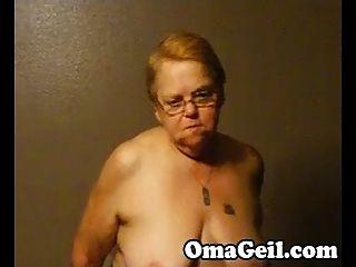 बूढ़ी औरत को ओमेजील द्वारा एक बड़ा डिक है
