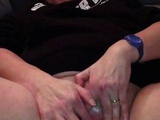 शौकिया नानी उसकी clit jerking
