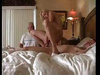 पत्नी अपने पति को व्यभिचार करती है