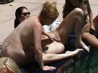 समलैंगिक पूल सफाई