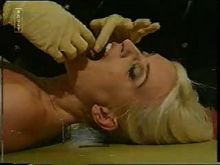 सुनहरे बालों वाली 2 तांबा द्वारा किया जाता है