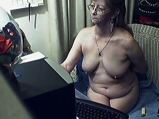 चश्मे के साथ प्यारा दादी 8