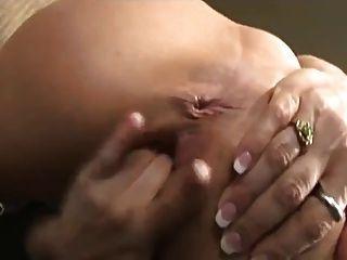 सींगदार आकर्षक उंगलियां उसे छीनना और squirts