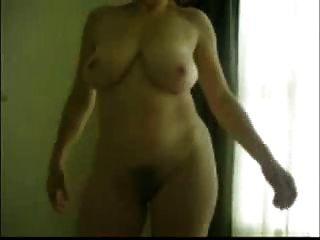 मारीरॉक्स, 50+ मिठाई अपने दिन को रोशन करने के लिए नग्न हो रही है
