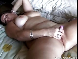 सुंदर बड़े स्तन BBW एक महान blowjob देता है और एक अच्छा हो जाता है