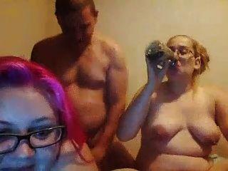 बदसूरत गलफुला बेटियों डबल blowjob नहीं उनके वसा पिताजी