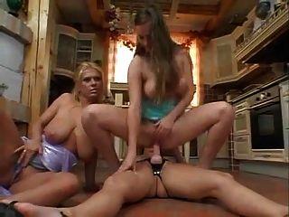 बड़े saggy स्तन गुदा toying के साथ परिपक्व