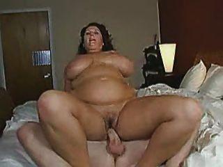 बड़े स्तन के रूप में वह अपने आदमी सवारी के रूप में