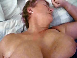 डिक परिपक्व दादी milf के साथ बड़े स्तन fucked हो रही है