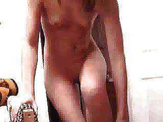 गर्मियों में उसके घुटनों पर fm14