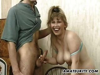 busty शौकिया प्रेमिका sucks और चेहरे के साथ fucks