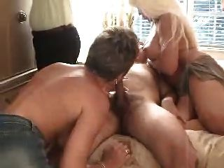 एक 3some 1 में अच्छी तरह से इस्तेमाल किया गोरे लोग fucks