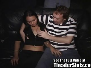 लैटिना किशोर फूहड़ चड्डी अजनबियों अश्लील थियेटर में गर्म सह!