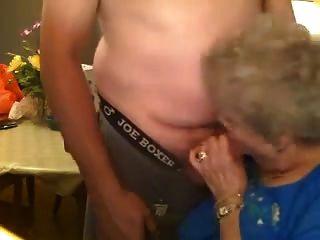 75 yo दादी से blowjob