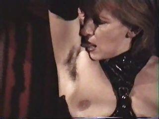 जर्मन परिपक्व femdom गुलाम उसके बालों वाले बगल चाटना चाहिए