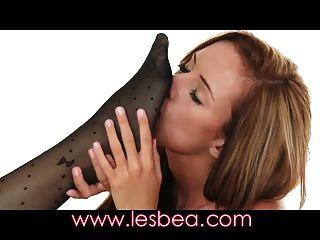 lesbea काले अधोवस्त्र बेब फैलता है उसे नम गुलाबी बिल्ली खोलें