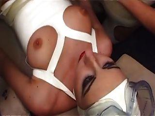 ब्रिटनी फूहड़ केईरा एक किंकी एफएफएम त्रिगुट में