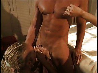 सुंदर गोरा गुदा फूहड़ के साथ braids उसे एक बड़ा डिक द्वारा गड़बड़ हो जाता है