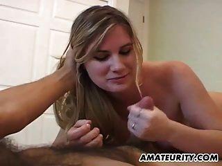 cumshot के साथ busty शौकिया प्रेमिका handjob