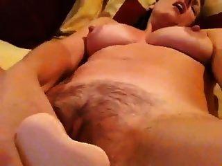 एक dildo के साथ खुद को कमबख्त परिपक्व डी