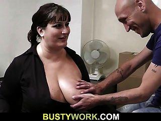 साक्षात्कार इस busty बेब के लिए सेक्स की ओर जाता है