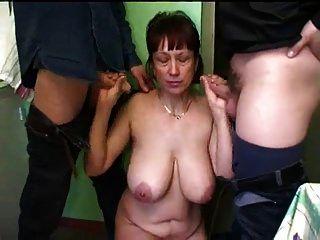रूसी परिपक्व माँ घर का बना गैंगबैंग