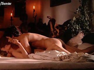 बोलेरो से नग्न