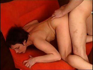 रूसी परिपक्व महिला युवा के साथ यौन संबंध रखने वाले