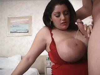 विशाल स्तन के साथ सेक्सी मोटा बेब