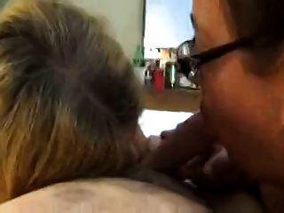 शौकिया परिपक्व महिलाओं को एक blowjob साझा