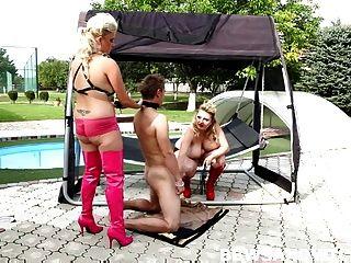 पूल द्वारा त्रिगुट सेक्स नंगा नाच में 2 वसा BBW dominas
