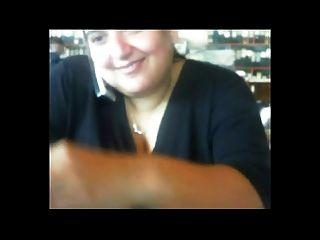 सींगदार वसा BBW सहकर्मी मुझे उसके बड़े स्तन दिखा रहा है