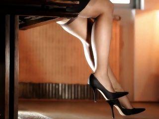 सुंदर पैरों (नायलॉन की आवाज़)