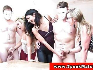 यूरो सीएफएनएम babes wank पार्टी में बंद दोस्तों
