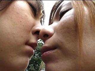 समलैंगिकों सार्वजनिक में चुंबन