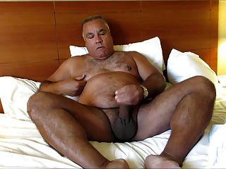 पिताजी गर्म बिस्तर में
