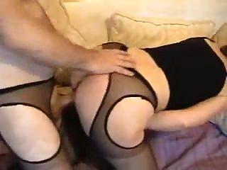 सेक्सी पेंटीहोस में सुंदर सफेद गधा गृहिणी