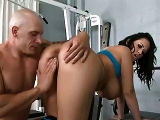 निजी ट्रेनर बड़े स्तन के साथ गर्म गर्म महिला fucks
