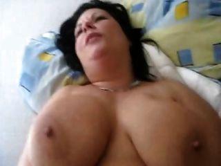 बड़े स्तन के साथ फूहड़ गड़बड़