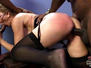 दादी jenna एक बार में दो काले लंड लेता है