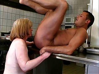रसोई r20 में दादी