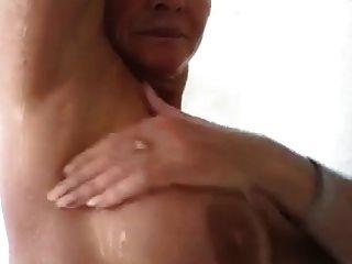 सेक्सी परिपक्व महिला शॉवर में