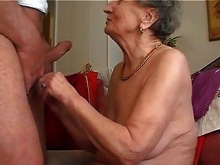 दादी बेकार है