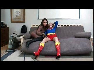 सुपर महिला को हराया (अनुरोध)
