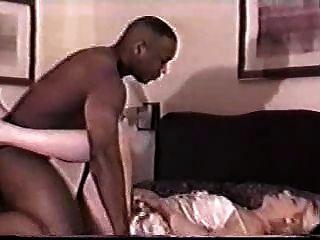 गोरा milf fucks उसके काले प्रेमी