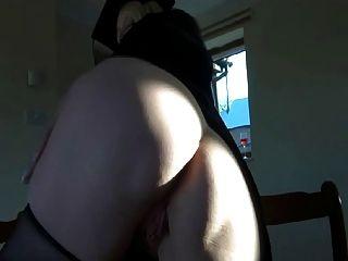 ब्रिटिश फूहड़ lucy जी चड्डी में खुद के साथ खेलता है