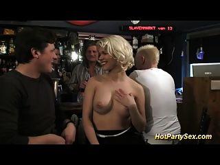 कॉकटेल बार में गैंगबैंग