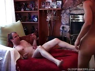 सेक्सी परिपक्व शौकिया युगल एक दोपहर खुशी का आनंद लें