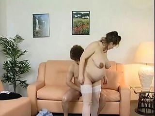 गर्भवती फ्रिसक जिफ़िकट इन्स वोकेंबेट